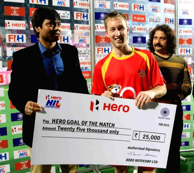Barry Middleton of Ranchi Rays receives a cheque for Goal of the Match at the Major Dhyan Chand National Stadium in New Delhi, on Feb 22, 2015. Ranchi Rays won the Hero Hockey India League ...