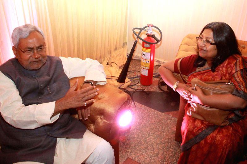 Bihar Chief Minister Nitish Kumar at the  wedding ceremony of RJD chief Lalu Yadav's daughter Raj Lakshmi with Samajwadi Party supremo Mulayam Singh Yadav's grandnephew and MP Tej Pratap ... - Nitish Kumar, Lalu Yadav, Mulayam Singh Yadav and Tej Pratap Yadav