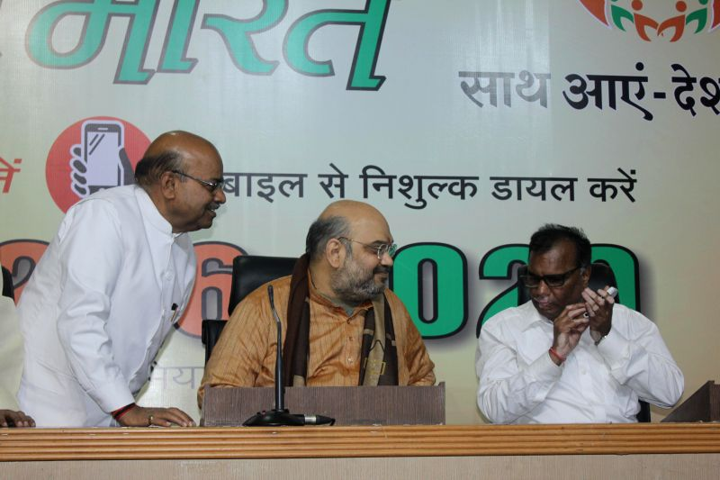 BJP Chief Amit Shah and the Union Social Justice and Empowerment Minister Thaawar Chand Gehlot with General Secretary of National Federation of the Blind Santosh Kumar Rungta during a ... - Thaawar Chand Gehlot, Amit Shah and Santosh Kumar Rungta