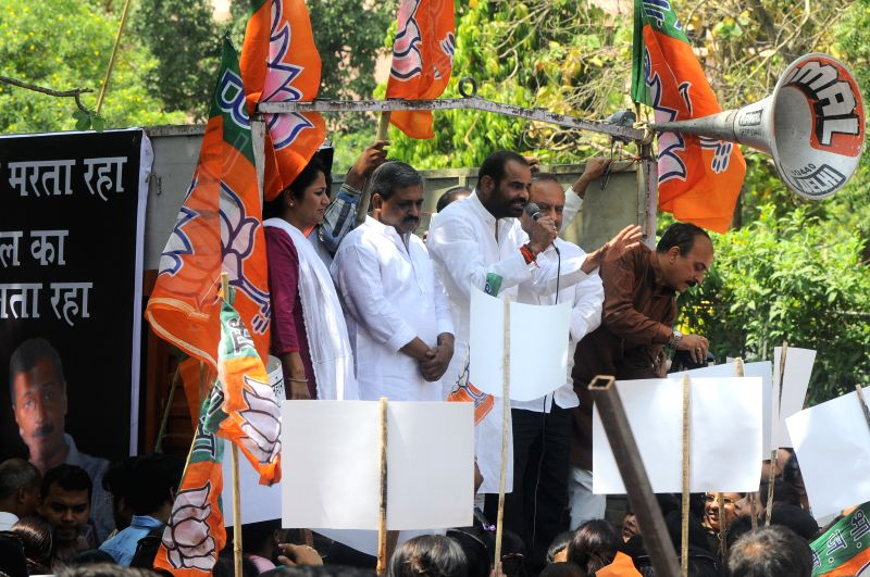 BJP leaders Satish Upadhyay, Ramesh Bidhuri and others participate in a protest organised in New Delhi on April 23, 2015. - Satish Upadhyay