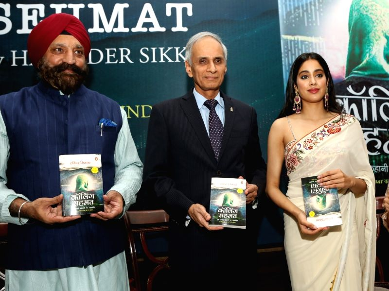 New Delhi: Chief of Naval Staff Admiral Karambir Singh with actress Janhvi Kapoor at the launch of Hindi version of Harinder S. Sikka's (left) book