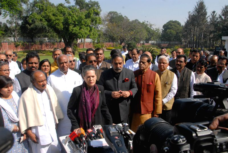 Congress chief Sonia Gandhi addresses press in New Delhi, on March 12, 2015. Also seen leader of the Congress parliamentary party in Lok Sabha Mallikarjun Kharge, Anand Kumar and others. - Sonia Gandhi and Anand Kumar