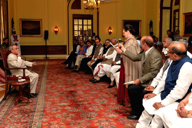 Congress chief Sonia Gandhi expresses her protest against the land acquisition bill to President Pranab Mukherjee at Rashtrapati Bhawan in New Delhi, on March 17, 2015. - Sonia Gandhi and Pranab Mukherjee