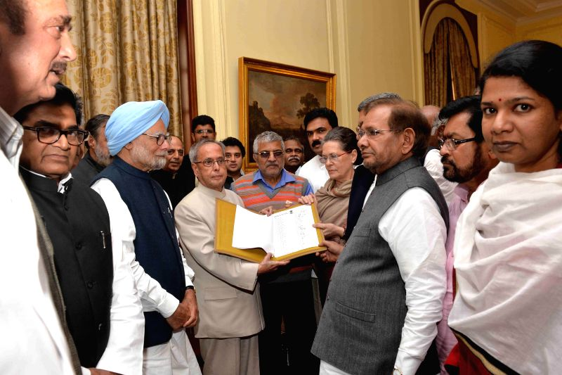 Congress chief Sonia Gandhi, former prime minister Manmohan Singh, JD(U) chief Sharad Yadav, DMK leader Kanimozhi, SP leader Ram Gopal Yadav and others with President Pranab Mukherjee at ... - Manmohan Singh, Sonia Gandhi, Sharad Yadav, Gopal Yadav and Pranab Mukherjee