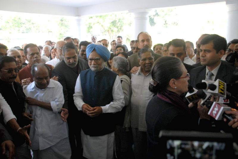 Congress chief Sonia Gandhi talks to press in New Delhi, on March 12, 2015. Also seen former prime minister Manmohan Singh and other Congress leaders. - Manmohan Singh