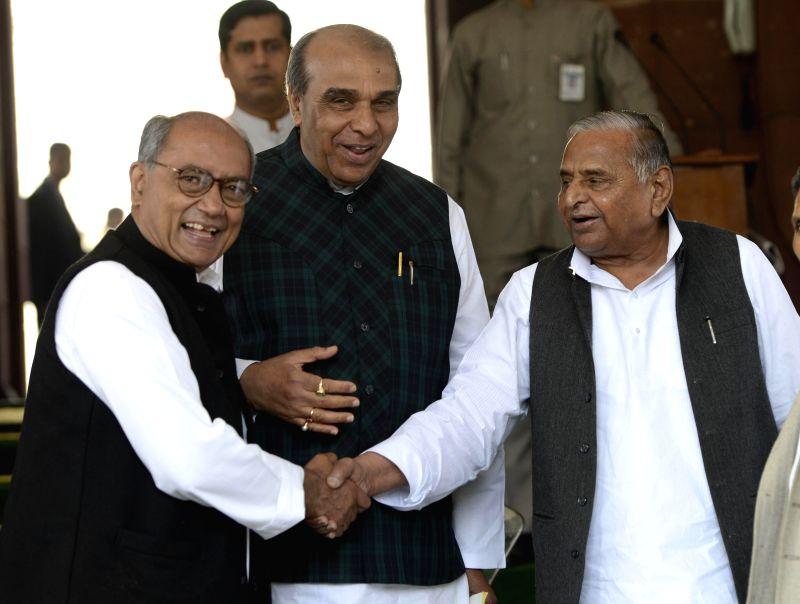 Congress leader and MP Digvijay Singh and Samajwadi Party chief Mulayam Singh Yadav share a light moment at the Parliament during the budget session in New Delhi, on March 4, 2015. - Digvijay Singh and Mulayam Singh Yadav