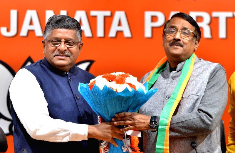New Delhi: Congress leader Tom Vadakkan joins BJP in the presence of Union Minister and BJP leader Ravi Shankar Prasad in New Delhi, on March 14, 2019. (Photo: IANS)