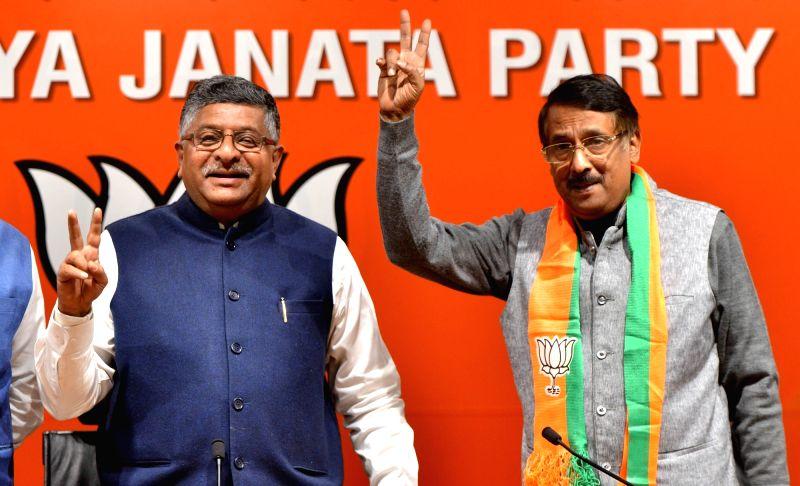 New Delhi: Congress leader Tom Vadakkan joins BJP in the presence of Union Minister and BJP leader Ravi Shankar Prasad in New Delhi, on March 14, 2019. (Photo: IANS)(Image Source: IANS News)