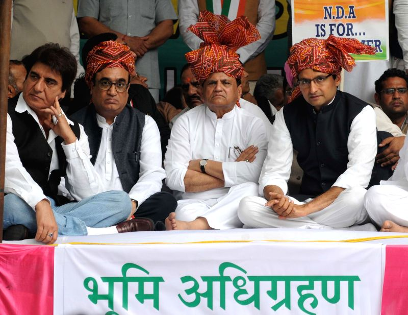 Congress leaders Deepender Singh Hooda, Ajay Maken, Raj Babbar and others participate in Zameen Vapasi Andolan at Jantar Mantar in New Delhi, on Feb 25, 2015. - Deepender Singh Hooda
