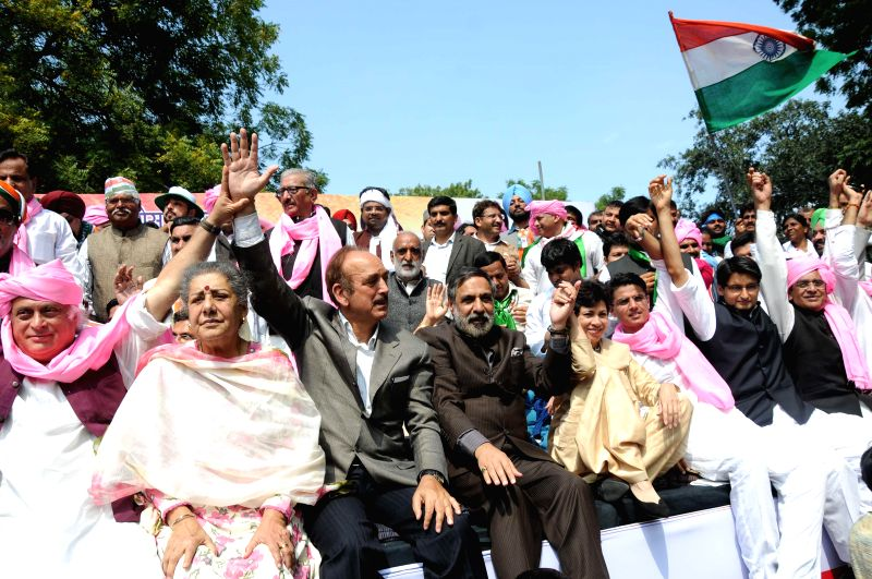 Congress leaders Jairam Ramesh, Ambika Soni, Ghulam Nabi Azad, Anand Sharma, Sachin Pilot and others during a demonstration against land acquisition bill at Jantar Mantar in New Delhi, on ... - Anand Sharma