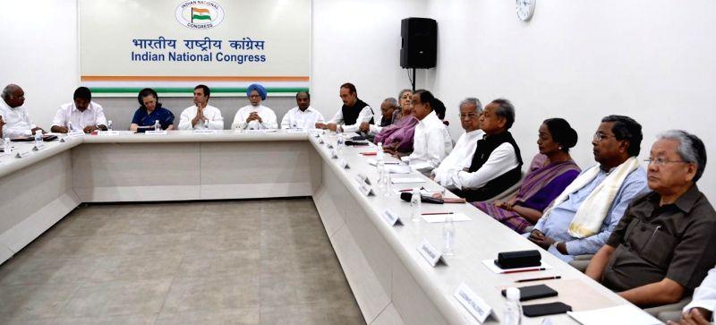 New Delhi: Congress leaders Mallikarjun Kharge, K. C. Venugopal, Sonia Gandhi, Rahul Gandhi, Manmohan Singh, A.K. Antony, Ghulam Nabi Azad, Motilal Vora, Ambika Soni, Kumari Selja, P. Chidambaram, Tarun Gogoi, Ashok Gehlot, Meira Kumar and Siddaramai