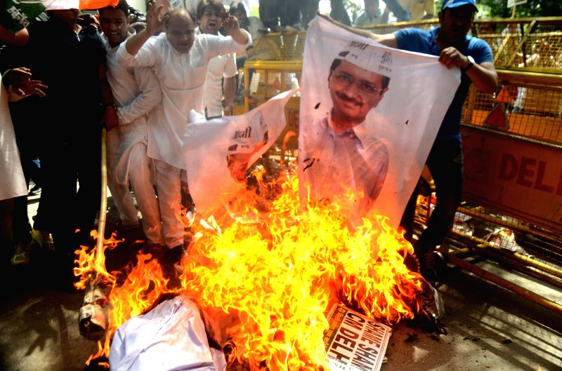 Congress party workers stage a demonstration in front of Delhi Chief Minister Arvind Kejriwal`s residence against the suicide of a farmer in New Delhi, on April 23, 2015. - Arvind Kejriwal