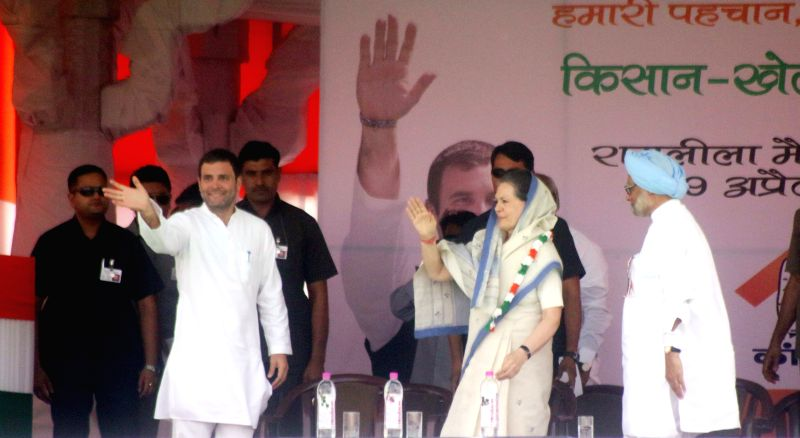 Congress president Sonia Gandhi, Congress vice-president Rahul Gandhi and former prime minister Dr Manmohan Singh during party's Kisan Rally at Ramlila Maidan in New Delhi, on April 19, ... - Sonia Gandhi, Rahul Gandhi and Manmohan Singh