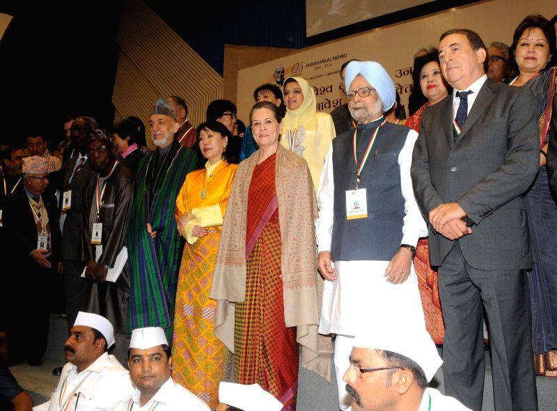 Congress President Sonia Gandhi, former prime minister Manohan Singh,former president of Ghana John Kufuor, Queen Mother of Bhutan, Ashi Tshering Yangdon, former president of Afghanistan .. - Manohan Singh and Sonia Gandhi