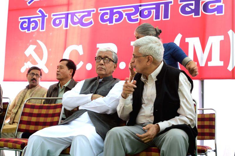 CPI(M) General Secretary Prakash Karat, Tripura Chief Minister Manik Sarkar and others during a demonstration to protest against the curtailment of MGNREGA rural job scheme by the central . - Manik Sarkar