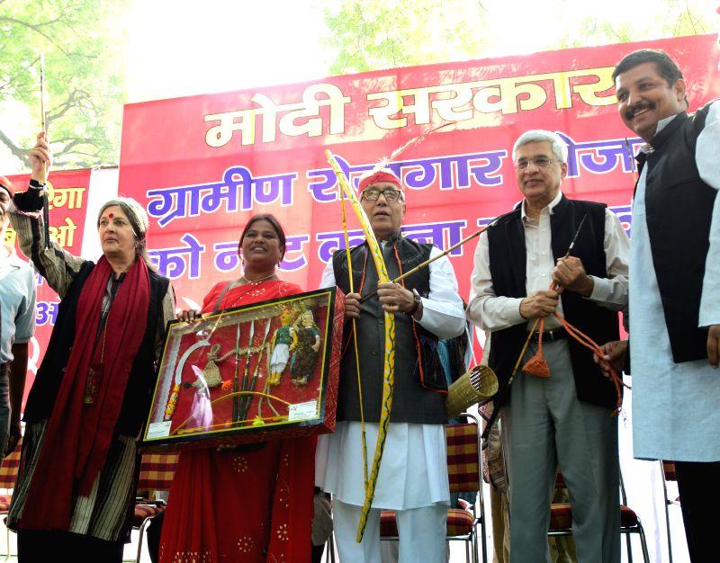 CPI(M) General Secretary Prakash Karat, Tripura Chief Minister Manik Sarkar, Brinda Karat and others during a demonstration to protest against the curtailment of MGNREGA rural job scheme .. - Manik Sarkar