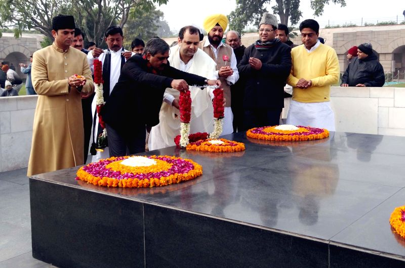 Delhi BJP chief Satish Upadhyay and other party leaders pay tribute at Raj Ghat during Sadbhawna March in New Delhi on Jan 9, 2015. - Satish Upadhyay