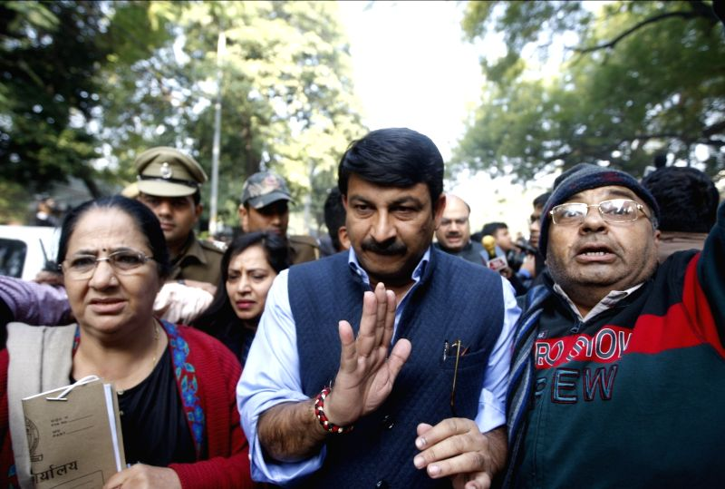 : New Delhi: Delhi BJP president Manoj Tiwari with leaders Vijender Gupta, Meenakshi Lekhi and others meeting Delhi Chief Minister Arvind Kejriwal on sealing drive issue in New Delhi on Jan. 30, ...