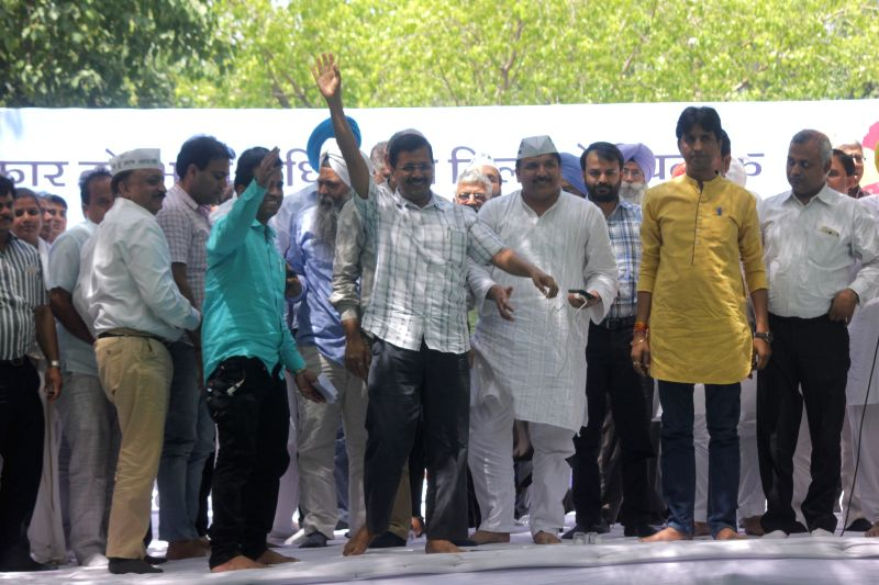 Delhi Chief Minister and Aam Aadmi Party (AAP) leader Arvind Kejriwal with party leader Kumar Vishwas, Somnath Bharti and others  during a rally against the land acquisition ordinance in ... - Arvind Kejriwal