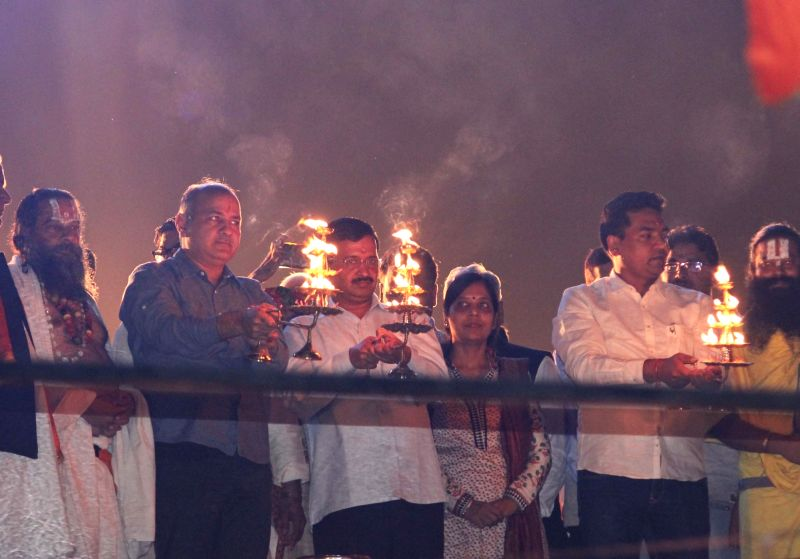 :New Delhi: Delhi Chief Minister Arvind Kejriwal and Deputy Chief Minister Manish Sisodia participate during a `Yamuna Aarti` in New Delhi on Nov. 13, 2015. (Photo: IANS).