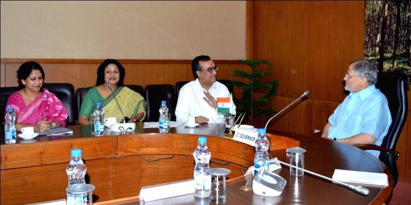 Delhi Congress chief Ajay Maken calls on Delhi Lt. Governor Najeeb Jung in New Delhi, on April 29, 2015. Also seen Delhi Congress spokesperson Sharmistha Mukherjee. - Sharmistha Mukherjee