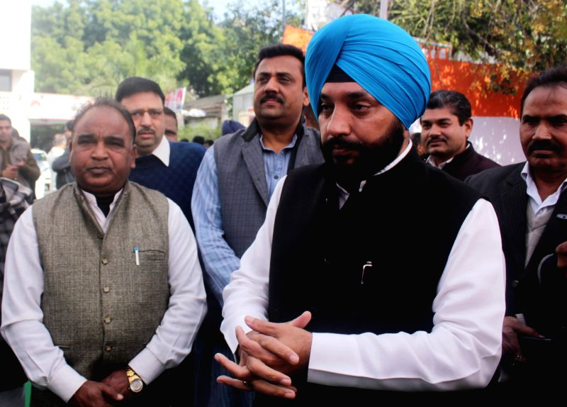Delhi Congress chief Arvinder singh Lovely and other party leaders during a party programme in New Delhi, on Jan 5, 2015.