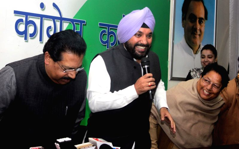 Delhi Congress chief Arvinder Singh Lovely addresses a press conference in New Delhi on on Jan 22, 2015. - Arvinder Singh Lovely
