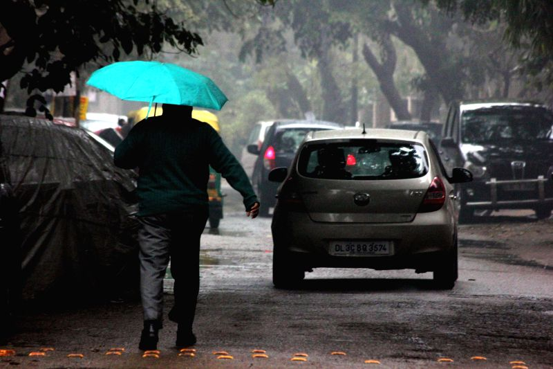 Delhi wakes to a rainy morning on Jan 22, 2015.