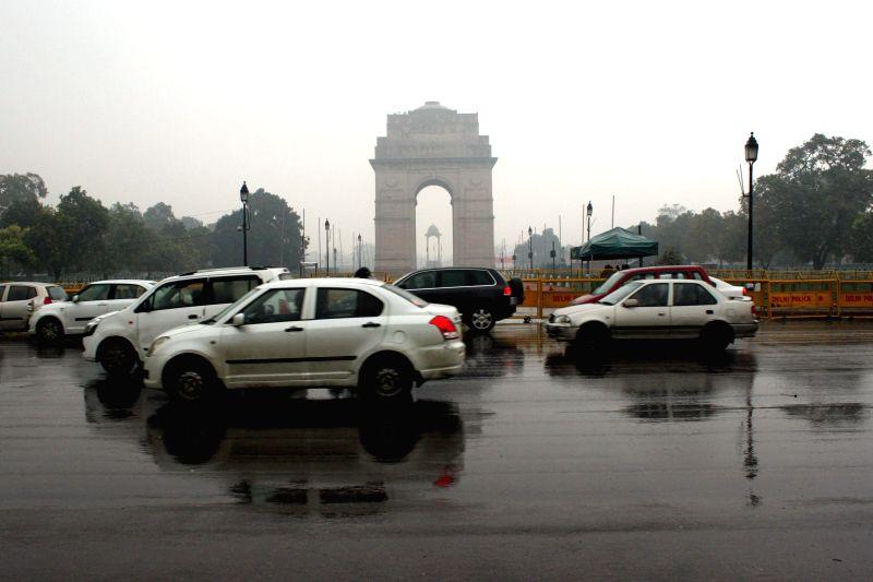 Delhi wakes to a rainy morning on Jan 22, 2015.