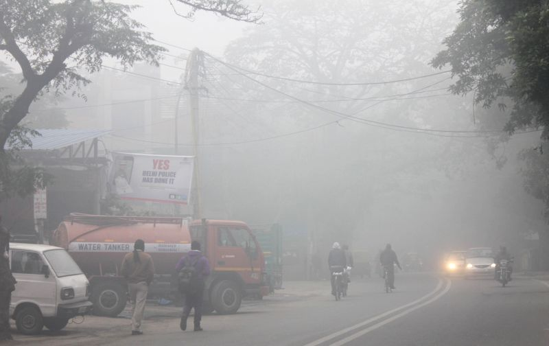 Dense fog covers New Delhi on Dec 22, 2014.