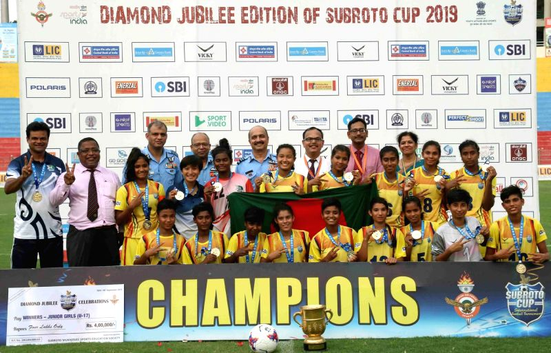 New Delhi: Deputy Chief of the Air Staff, Air Marshal VR Chaudhari with winners of the Final match of Junior Girls (U-17) category of Diamond Jubilee edition of Subroto Cup International Football Tournament 2019, at Dr. Ambedkar Stadium, in New Delhi