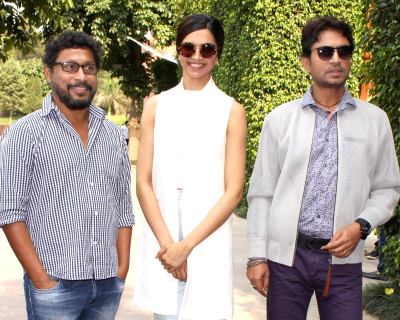 Filmmaker Shoojit Sircar with actors Deepika Padukone and Irrfan Khan during a press conference to promote their upcoming film `Piku` in New Delhi, on May 4, 2015. - Shoojit Sircar, Deepika Padukone and Irrfan Khan