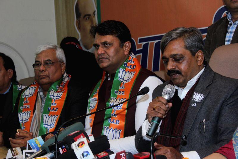 Former Aam Aadmi Party MLA Vinod Kumar Binny joins BJP in presence of Delhi BJP chief Satish Upadhyay in New Delhi, on Jan 18, 2015. - Satish Upadhyay