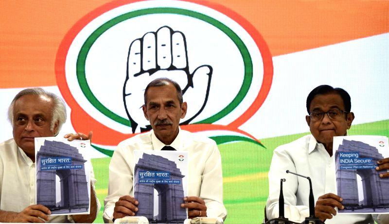 New Delhi: Former Northern Army Commander Lt. Gen. D.S. Hooda, former Union Minister Jairam Ramesh, senior Congress leader P. Chidambaram release national security plan, during a joint press conference, in New Delhi, on April 21, 2019.