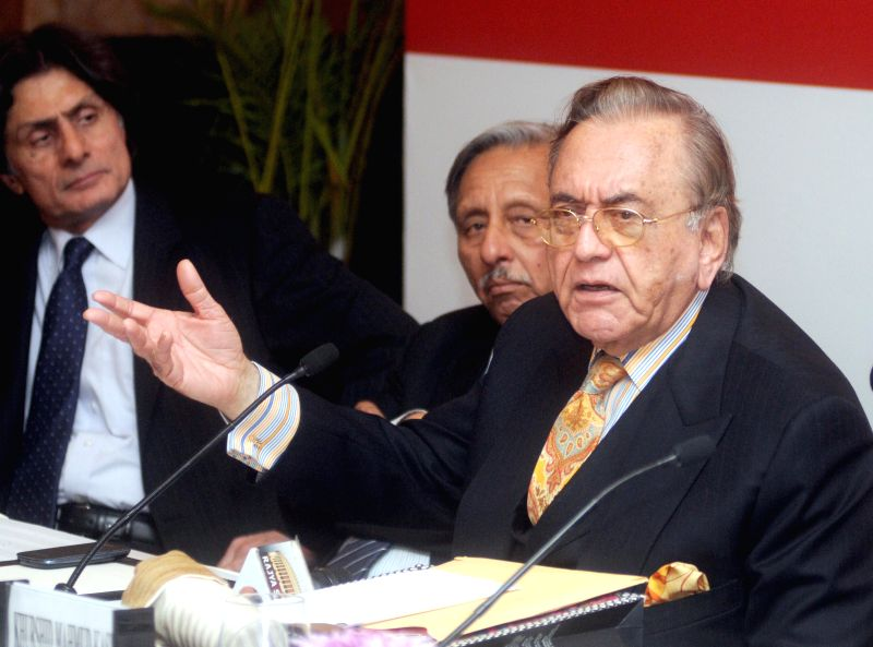 Former Pakistan foreign minister Khurshid Mahmud Kasuri during a press conference in New Delhi on Nov 21, 2014. Also seen  former union minister Mani Shankar Aiyar. - Khurshid Mahmud Kasuri