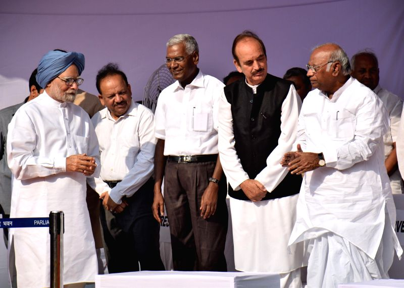 Former prime minister and Congress leader Dr. Manmohan Singh, Union Minister for Science and Technology and Earth Sciences Harsh Vardhan, CPI leader D. Raja, Congress leader Ghulam Nabi ... - Manmohan Singh