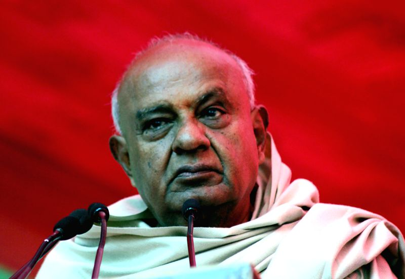 Former Prime Minister and JD(S) supremo HD Deve Gowda addresses during a programme organised at Jantar Mantar in New Delhi, on Dec 22, 2014.