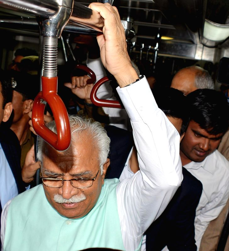 Haryana Chief Minister Manohar Lal Khattar during his metro journey from Central Secretariat Metro, Delhi to to Badarpur, Faridabad on March 3, 2015. - Manohar Lal Khattar
