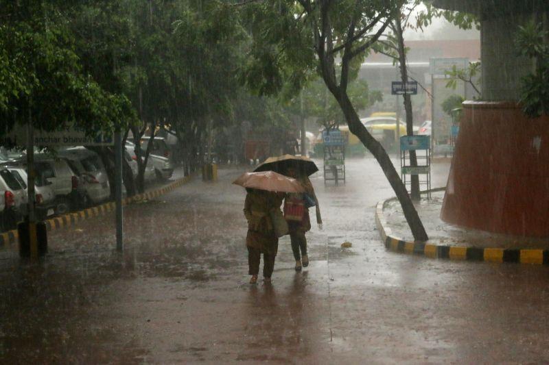 Heavy rains lash New Delhi on March 1, 2015.