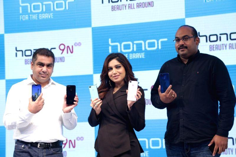 ":New Delhi: Huawei Consumer Business Chief Marketing Officer Suhail Tariq, actress Bhumi Pednekar and Huawei India-Consumer Business Group Sales Vice President P Sanjeev at the launch of  ""Honor ..."
