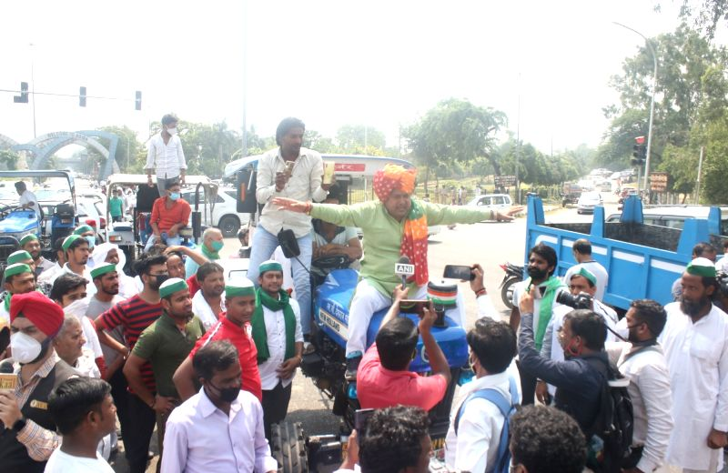 New Delhi: Indian Farmers Union stages 'Chakka Jam' demonstration to protest against the Central Government over Agri Bills 2020 at the Delhi-Noida border, on Sep 25, 2020. (Photo: IANS)