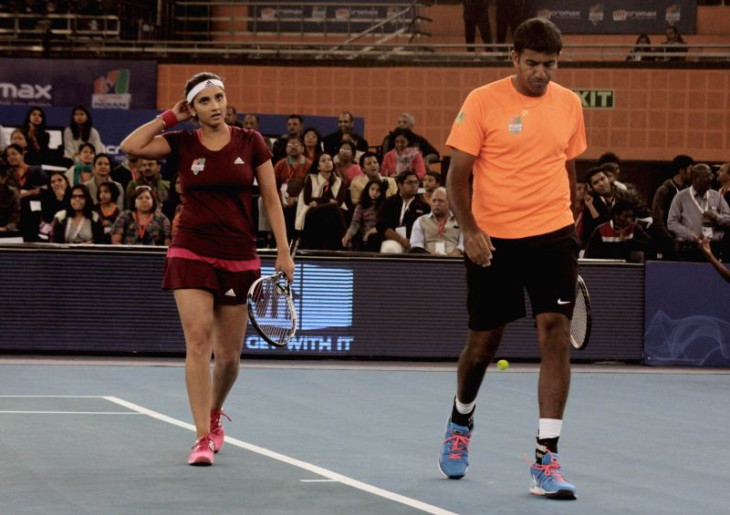 Indian tennis players Sania Mirza and Rohan Bopanna during an IPTL match in New Delhi on Dec 7, 2014.