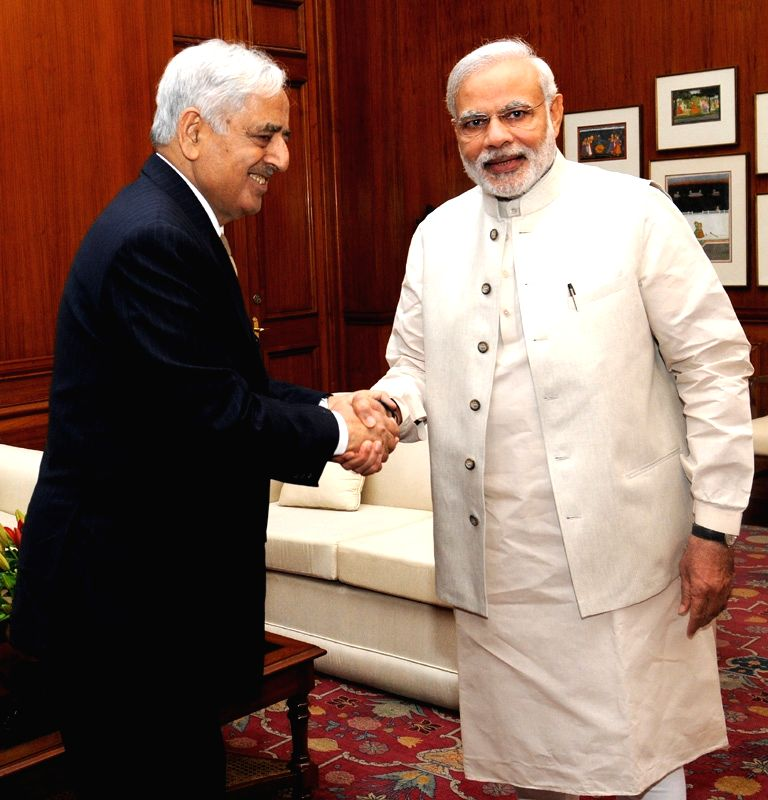 Jammu and Kashmir Chief Minister Mufti Mohammad Sayeed calls on Prime Minister Narendra Modi, in New Delhi on April 7, 2015. - Mufti Mohammad Sayeed and Narendra Modi