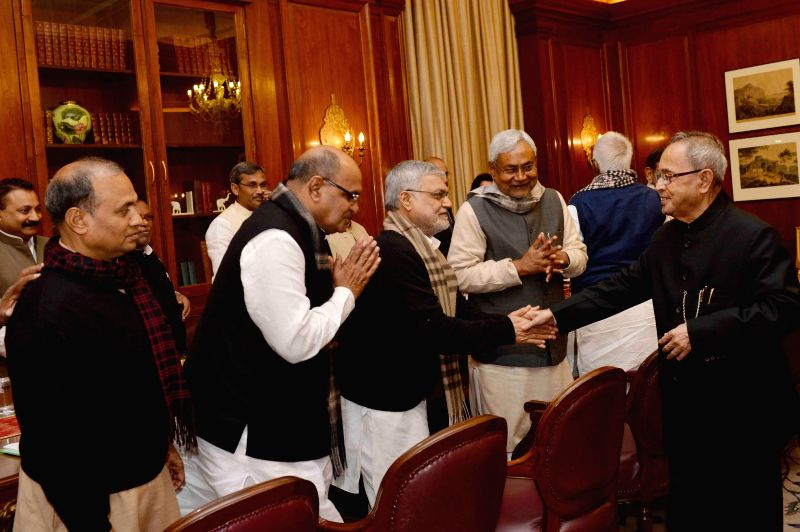 JD(U) leaders KC Tyagi, Nitish Kumar and others call on President Pranab Mukherjee at Rashtrapati Bhawan in New Delhi, on Feb 11, 2015. - Nitish Kumar and Pranab Mukherjee