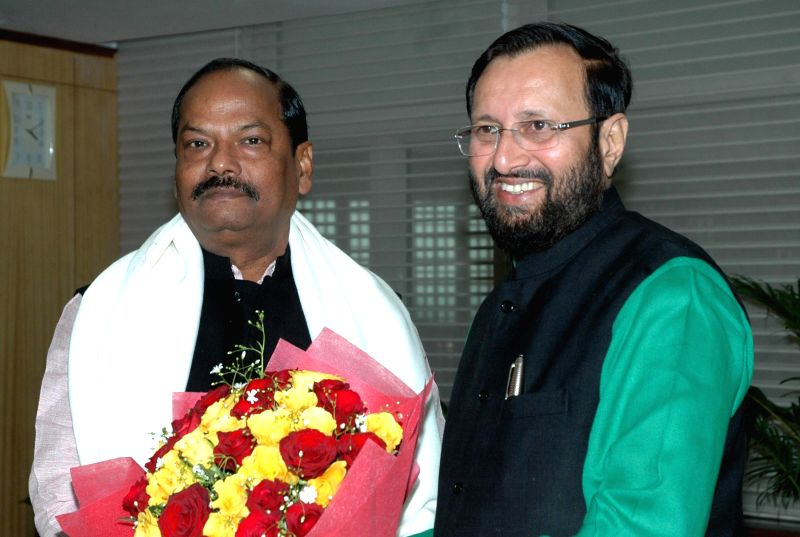 Jharkhand Chief Minister Raghubar Das meets the Minister of State for Environment, Forest and Climate Change (Independent Charge) Prakash Javadekar, in New Delhi on Jan 10, 2015. - Raghubar Das