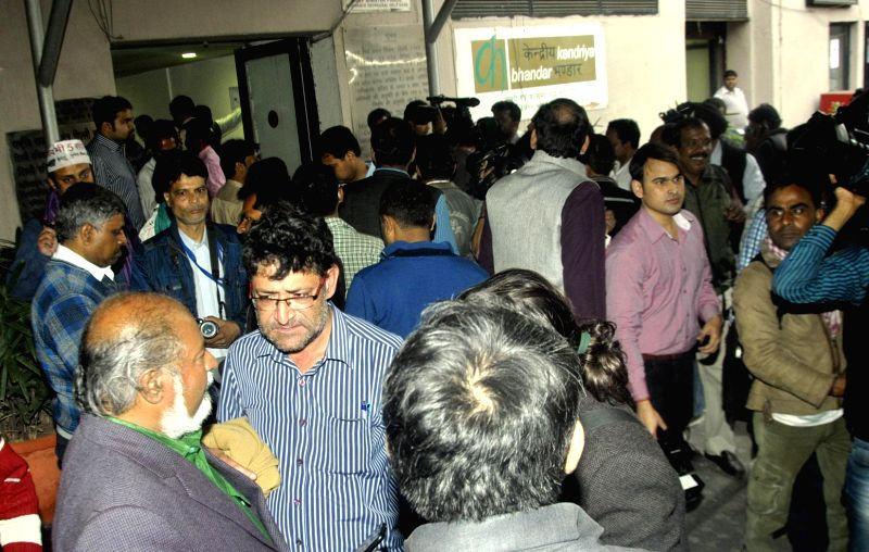 Journalists protest against the ban imposed on their entry in the Delhi Secretariat Building, in New Delhi, on Feb 20, 2015.