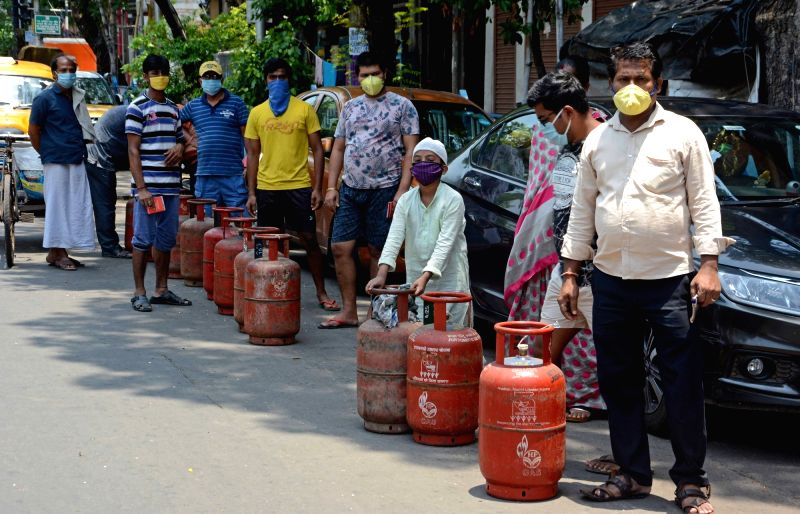 New Delhi, June 1 (IANS) Oil marketing companies have hiked the prices of non-subsidised cooking gas and aviation turbine fuel with effect from Monday.(File Photo: Kuntal Chakrabarty/IANS)