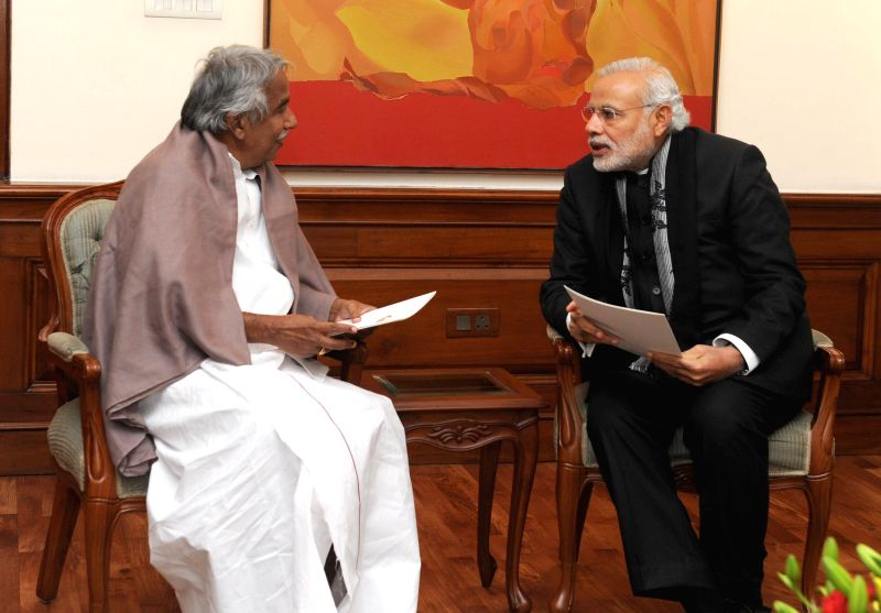 Kerala Chief Minister Oommen Chandy calls on Prime Minister Narendra Modi, in New Delhi on Jan 13, 2015. - Oommen Chandy and Narendra Modi