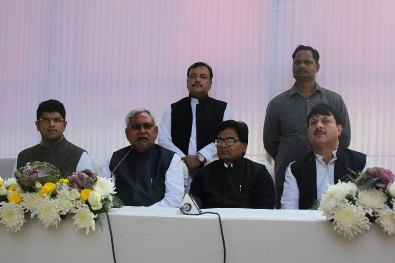 (L-R) INLD MP from Hissar Dushyant Chautala, JD(U) leader Nitish Kumar, SP leaders Ramgopal Yadav and Shivpal Singh Yadav during a meeting at Samajwadi Party chief Mulayam Singh Yadav's ... - Nitish Kumar, Ramgopal Yadav, Shivpal Singh Yadav and Mulayam Singh Yadav