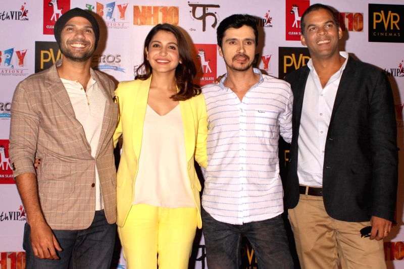 (L to R) Actors Neil Bhoopalam, Anushka Sharma and Darshan Kumaar with filmmaker Vikramaditya Motwane during a press conference to promote their upcoming film `NH 10` in New Delhi, on ... - Neil Bhoopalam, Anushka Sharma and Darshan Kumaar